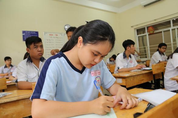 Xem đề vật lý THPT quốc gia: hỏi nhiều về điện, có kiến thức lớp 11 - Ảnh 7.