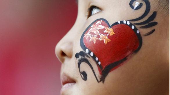 World Cup 2018: Fan Trung Quốc ghen tị, muốn được giống Nhật và Hàn - Ảnh 1.