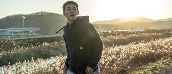 Burning của Lee Chang Dong: Khi tuổi trẻ hoang hoải và bất an - Ảnh 4.