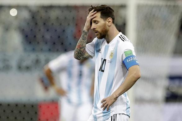 Tiên tri mèo điếc Achilles đoán Messi phải rời World Cup sau đêm nay - Ảnh 4.
