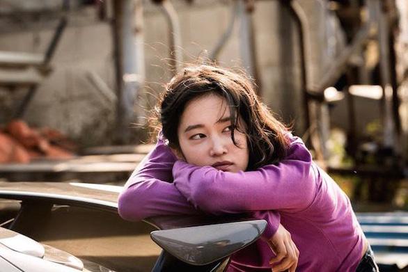 Burning của Lee Chang Dong: Khi tuổi trẻ hoang hoải và bất an - Ảnh 8.