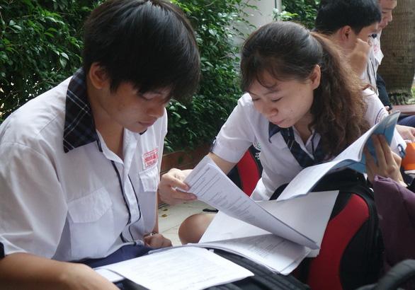 Gần 350.000 thí sinh vào ngày thứ 2 thi THPT quốc gia - Ảnh 2.