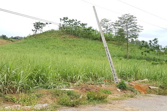 Dựng cột viễn thông làm 4 người chết do không báo cắt điện - Ảnh 1.