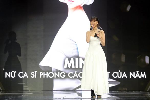 Hồ Ngọc Hà lại là biểu tượng thời trang, Ngô Thanh Vân Phụ nữ của năm - Ảnh 11.
