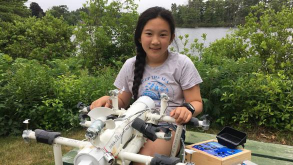 Nữ sinh lớp 6 phát minh robot 'săn' rác nhựa trên biển - Ảnh 1.