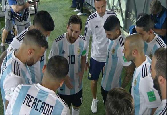 Fan sốc vì lần đầu thấy Messi nói chuyện với tư cách lãnh đạo đội bóng - Ảnh 3.