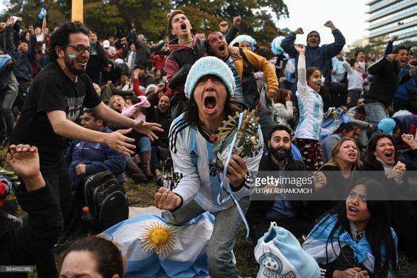 Fan sốc vì lần đầu thấy Messi nói chuyện với tư cách lãnh đạo đội bóng - Ảnh 4.