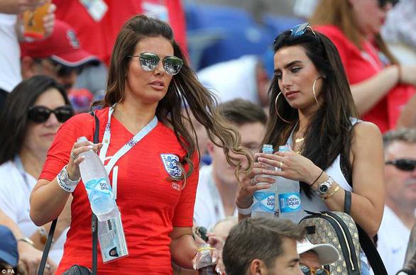 Vợ các cầu thủ Anh làm gì trong lúc lang quân thi đấu ở World Cup? - Ảnh 4.