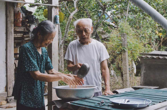 Ngày gia đình Việt Nam: ngỡ ngàng bộ ảnh Ông bà anh - Ảnh 1.