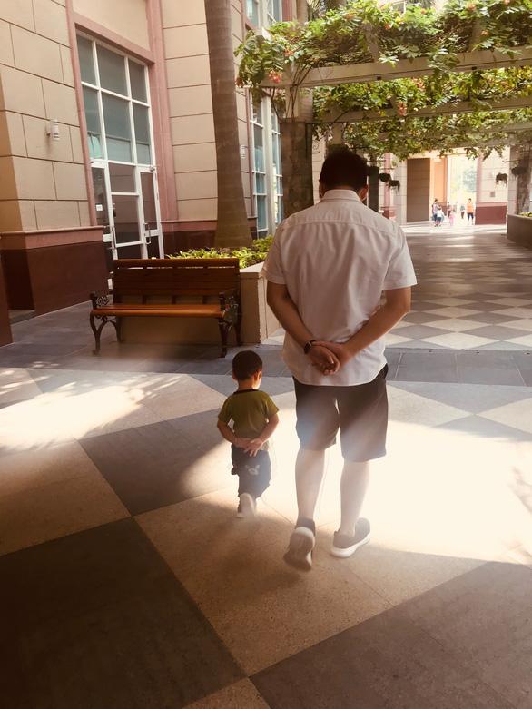 Ngày gia đình VN: những bố bỉm sữa nghỉ việc thay vợ chăm con - Ảnh 7.