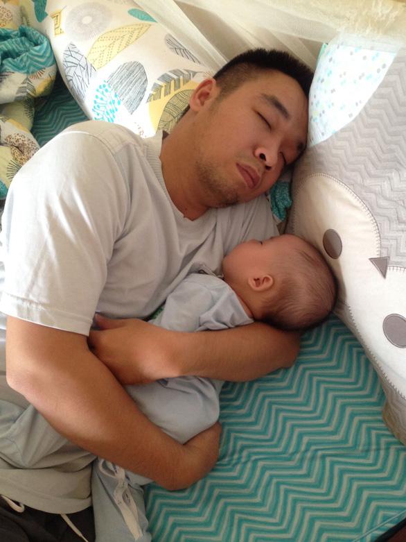Ngày gia đình VN: những bố bỉm sữa nghỉ việc thay vợ chăm con - Ảnh 2.