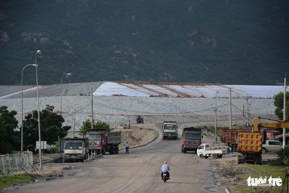Gần 4 triệu m3 tro xỉ tồn đọng ở nhiệt điện Vĩnh Tân - Ảnh 1.