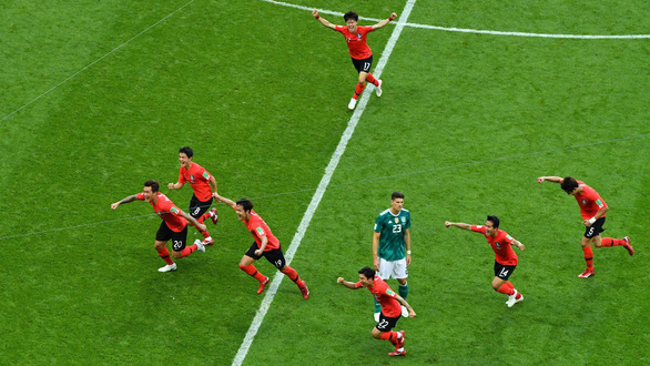 Fan sốc vì Đức thua: Ông trời ngó xuống mà xem, ra về từ vòng bảng! - Ảnh 1.