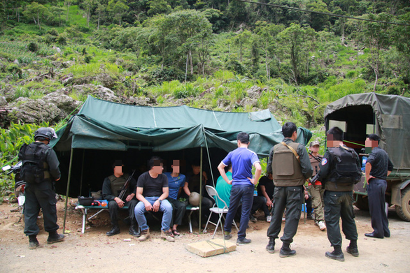 Lóng Luông vẫn nóng cuộc vây bắt 2 đối tượng cố thủ trong hầm - Ảnh 3.