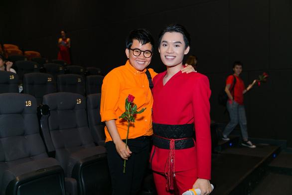 Xem MV Bùa yêu của Quang Trung nhái Bùa yêu của Bích Phương - Ảnh 6.