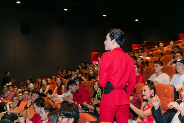 Xem MV Bùa yêu của Quang Trung nhái Bùa yêu của Bích Phương - Ảnh 3.