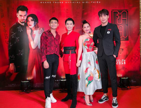 Xem MV Bùa yêu của Quang Trung nhái Bùa yêu của Bích Phương - Ảnh 4.