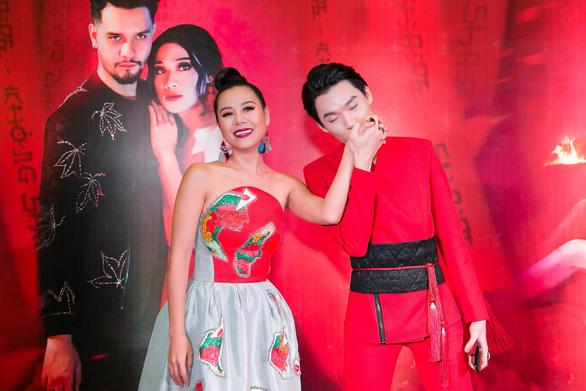 Xem MV Bùa yêu của Quang Trung nhái Bùa yêu của Bích Phương - Ảnh 5.
