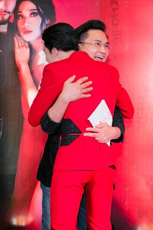 Xem MV Bùa yêu của Quang Trung nhái Bùa yêu của Bích Phương - Ảnh 7.