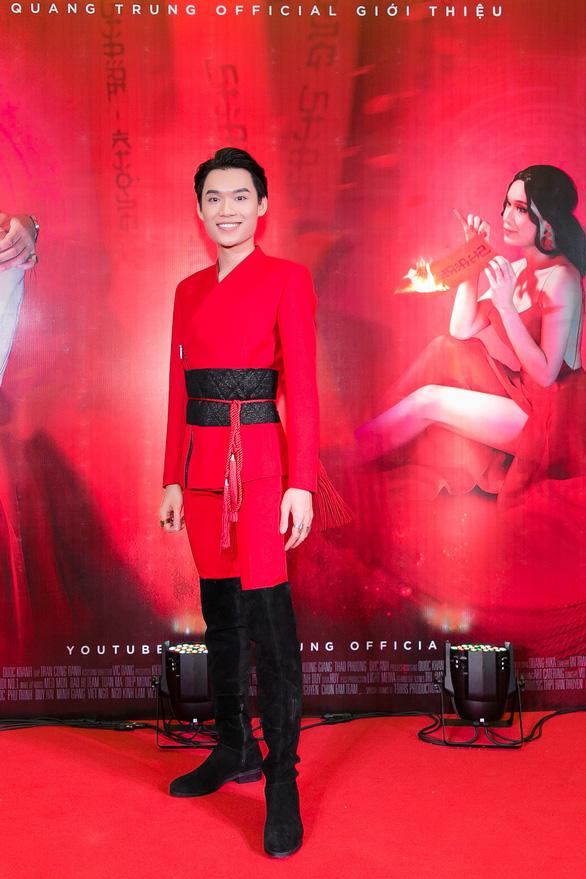 Xem MV Bùa yêu của Quang Trung nhái Bùa yêu của Bích Phương - Ảnh 8.