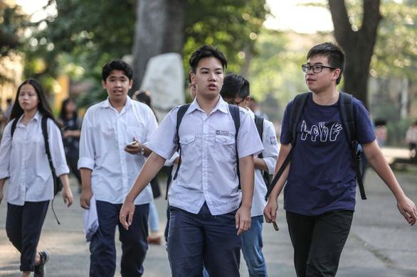 Tuyển sinh lớp 10 Hà Nội xáo trộn vì điểm chuẩn thấp - Ảnh 1.