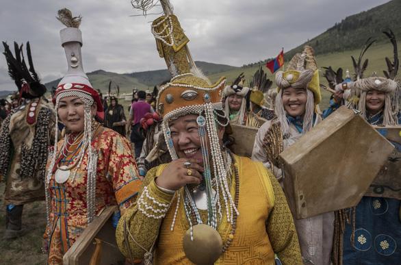 Đến Mông Cổ xem nghi thức pháp sư đón mùa hè - Ảnh 3.