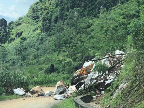30-6: Noo Phước Thịnh bị so sánh với Sơn Tùng, Đỗ Mỹ Linh đến vùng lũ - Ảnh 6.