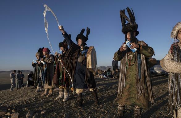 Đến Mông Cổ xem nghi thức pháp sư đón mùa hè - Ảnh 6.