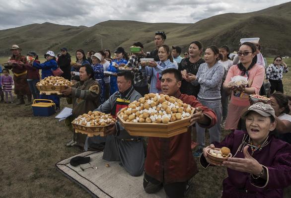 Đến Mông Cổ xem nghi thức pháp sư đón mùa hè - Ảnh 7.