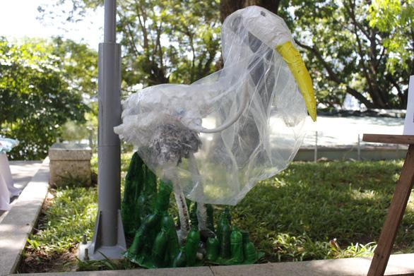 Cảnh báo sự xâm lăng của quái vật nhựa - Ảnh 11.