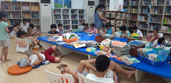 Mỗi người Việt đọc 1,2 quyển sách một năm - Ảnh 1.
