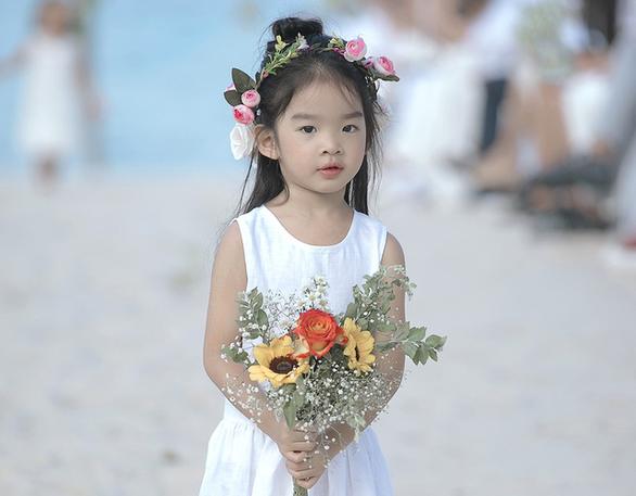 Con gái Xuân Lan dẫn đầu mẫu nhí tại Tuần lễ thời trang trẻ em Việt Nam - Ảnh 1.