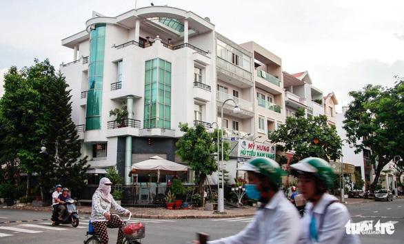Mùi hôi lại tấn công đô thị Nam Sài Gòn - Ảnh 1.