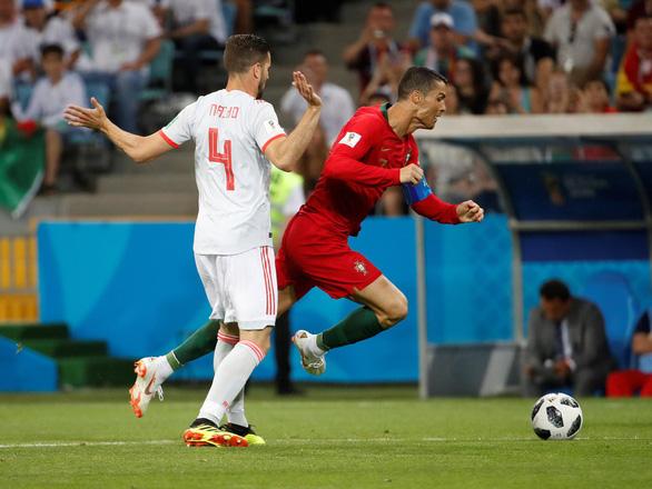 Cân áp lực gánh team của Messi và Ronaldo - Ảnh 7.