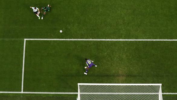 Cân áp lực gánh team của Messi và Ronaldo - Ảnh 9.