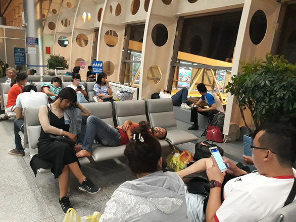 Sân bay Tân Sơn Nhất tắc từ trên trời, dưới đất gây khó cho không lưu - Ảnh 2.