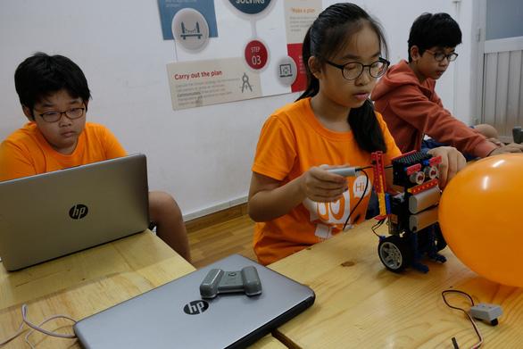 Khi trẻ lắp ráp, lập trình robot - Ảnh 7.
