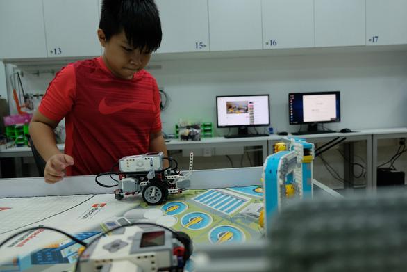 Khi trẻ lắp ráp, lập trình robot - Ảnh 3.