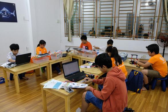 Khi trẻ lắp ráp, lập trình robot - Ảnh 6.