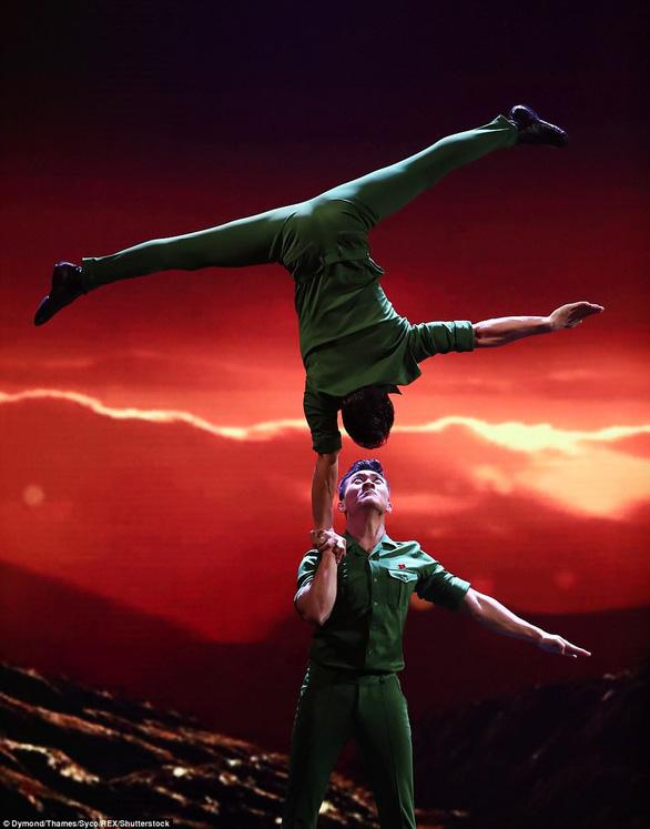 Quốc Cơ, Quốc Nghiệp kiên cường và tiếc nuối ở Britains Got Talent - Ảnh 2.