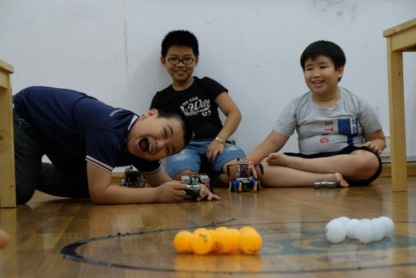 Khi trẻ lắp ráp, lập trình robot - Ảnh 5.