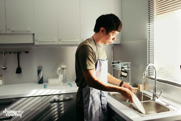 Hình ảnh mới cúa Thái Hoà trong bộ phim thứ 7 cùng Charlie Nguyễn - Ảnh 8.