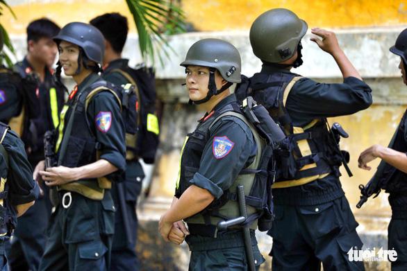 An ninh dày đặc trong buổi tuyên án nhóm khủng bố sân bay Tân Sơn Nhất - Ảnh 3.