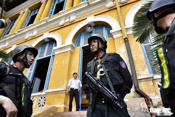 An ninh dày đặc trong buổi tuyên án nhóm khủng bố sân bay Tân Sơn Nhất - Ảnh 7.