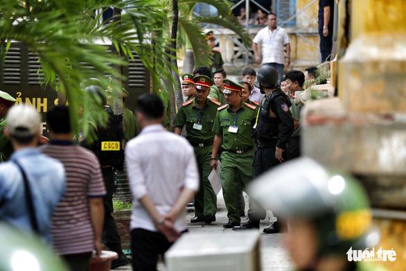 An ninh dày đặc trong buổi tuyên án nhóm khủng bố sân bay Tân Sơn Nhất - Ảnh 10.