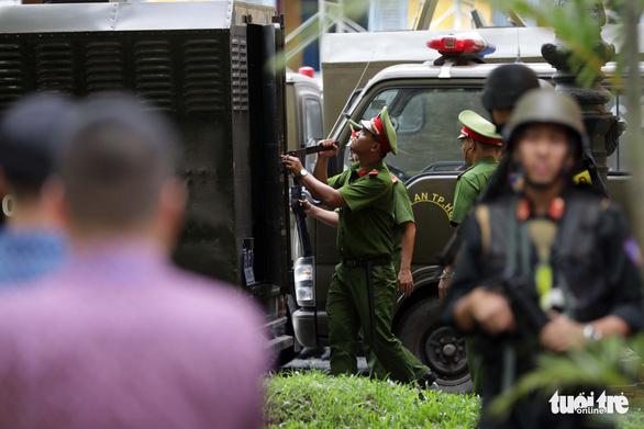 An ninh dày đặc trong buổi tuyên án nhóm khủng bố sân bay Tân Sơn Nhất - Ảnh 11.