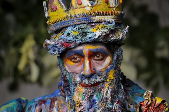 Giật mình với lễ hội tượng sống' quốc tế ở Romania - Ảnh 11.