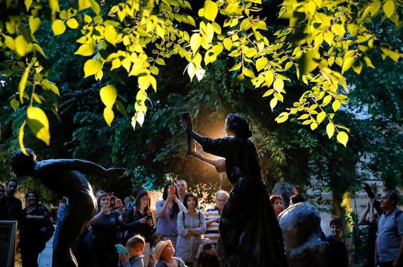 Giật mình với lễ hội tượng sống' quốc tế ở Romania - Ảnh 19.