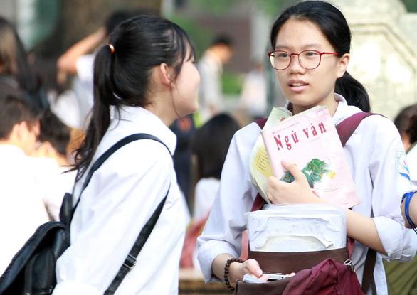 Sở GD-ĐT Hà Nội nói bị lọt đề văn, không phải lộ đề - Ảnh 2.