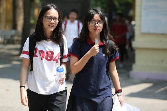 Nghi lộ đề văn tuyển sinh lớp 10 Hà Nội - Ảnh 1.